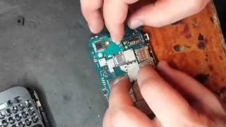 Ремонт BlackBerry Q5 замена слота SIM карты в Киеве