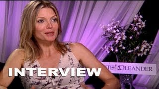 Video White Oleander: Michelle Pfeiffer Exclusive Interview download MP3, 3GP, MP4, WEBM, AVI, FLV Juni 2017