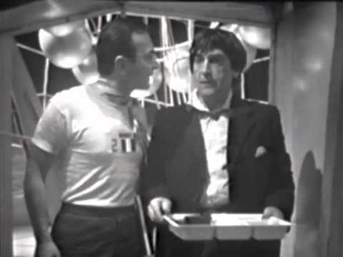 Doctor Who - Classic - The second Doctor speak French - The Moonbase