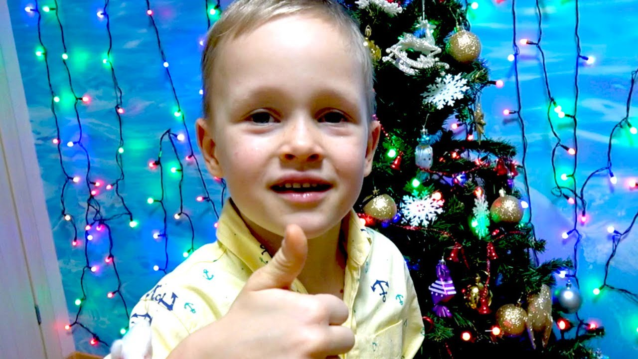 Decorate Christmas tree with Smart Alex kids videos channel