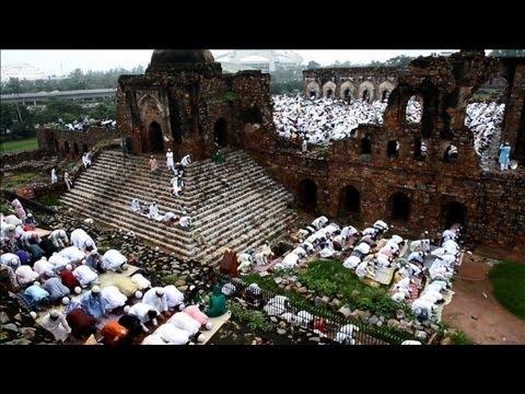 Indian Muslims pray