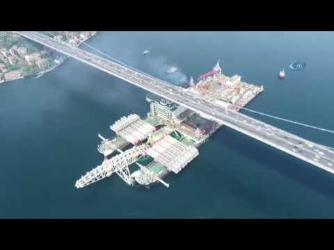 El barco más grande del mundo atraviesa Estambul