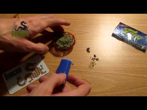 Rolling a Joint with Trip2 Cellulose Papers