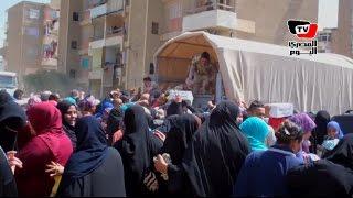 القوات المسلحة  توزع كراتين مواد غذائية مجاناً علي أهالي مساكن «عزبة الصفيح»