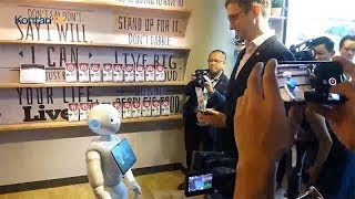 Eksperimen pelayanan melalui robot kerjasama MasterCard dan PizzaHut