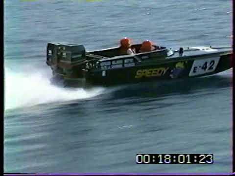 Phantom 25 Steve Baker racing boat 2x200 johnson GT in action  (part 1)