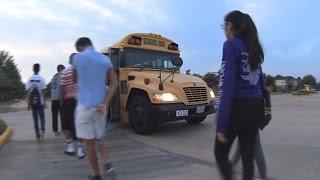 Indo para Escola Americana no Ônibus Amarelo