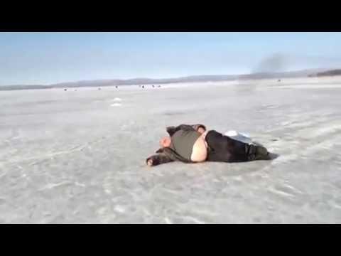 """Зимняя рыбалка, пьяный рыбак, Крепкий сон и все """"Нормально""""  www.mwcom.ru"""