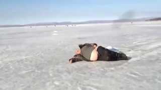 Зимняя рыбалка, пьяный рыбак, Крепкий сон и все