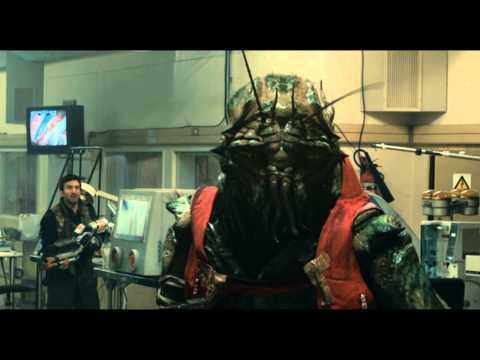 District 9 - Clip - Breaking into MNU