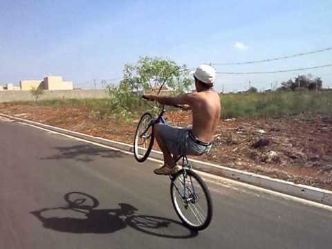 Andando de bike com legging transparente - 1 7