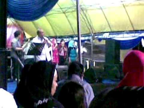 Adhan Dambea Bernyanyi Lagu Religi