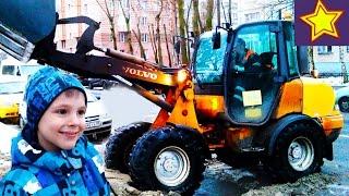 Спецтехника в работе Трактор убирает снег Видео для детей(Привет, ребята! В этой серии Игорюша оценивает работу небольшого трактора вольво. Трактор собирает в ковш..., 2016-12-23T05:00:01.000Z)