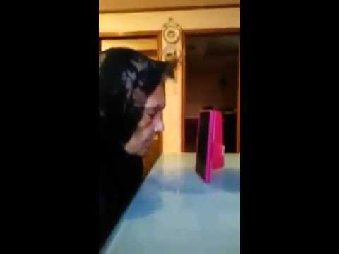 Abuelita dando chisme por celular!!😂