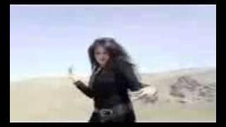 Iranian woman dancing on car removes Hijab
