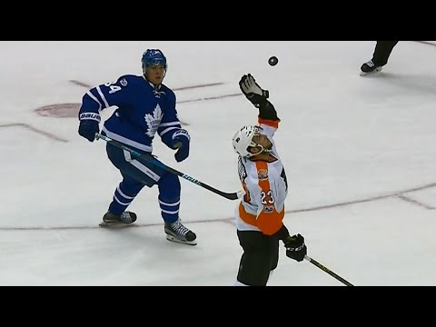 Manning uses volleyball spike to break up Maple Leafs rush