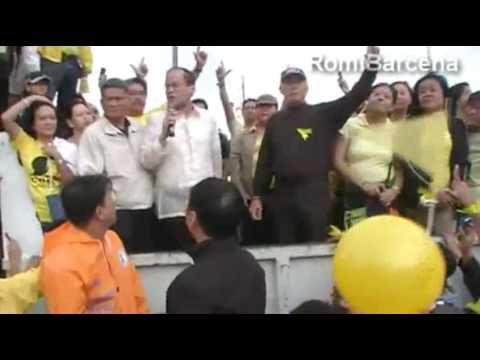 "Sen. Benigno ""Noynoy"" Aquino Jr. speaks at a crowd during Pres. Cory Aquino"