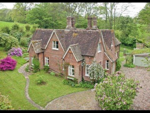 6 bedroom detached house for sale in Hawkhurst, Kent - £850,000