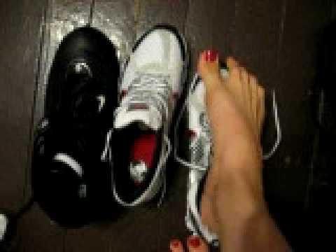 Women big feet fetish