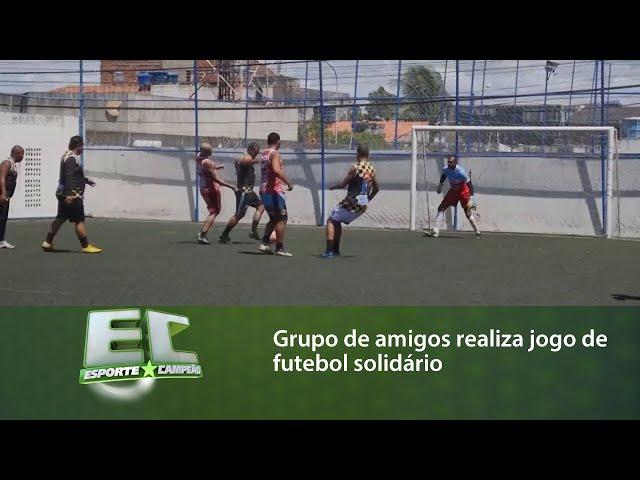 Grupo de amigos realiza jogo de futebol solidário para arrecadar alimentos