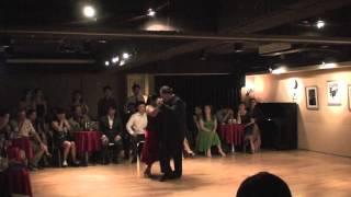 """Jorge Díspari y María del Carmen Romero dance """"Pocas palabras"""""""