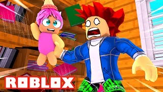 BABY MOON ESCAPES AND DAMAGES 👶💦 WHO'S YOUR DADDY Roblox Where's the Baby English