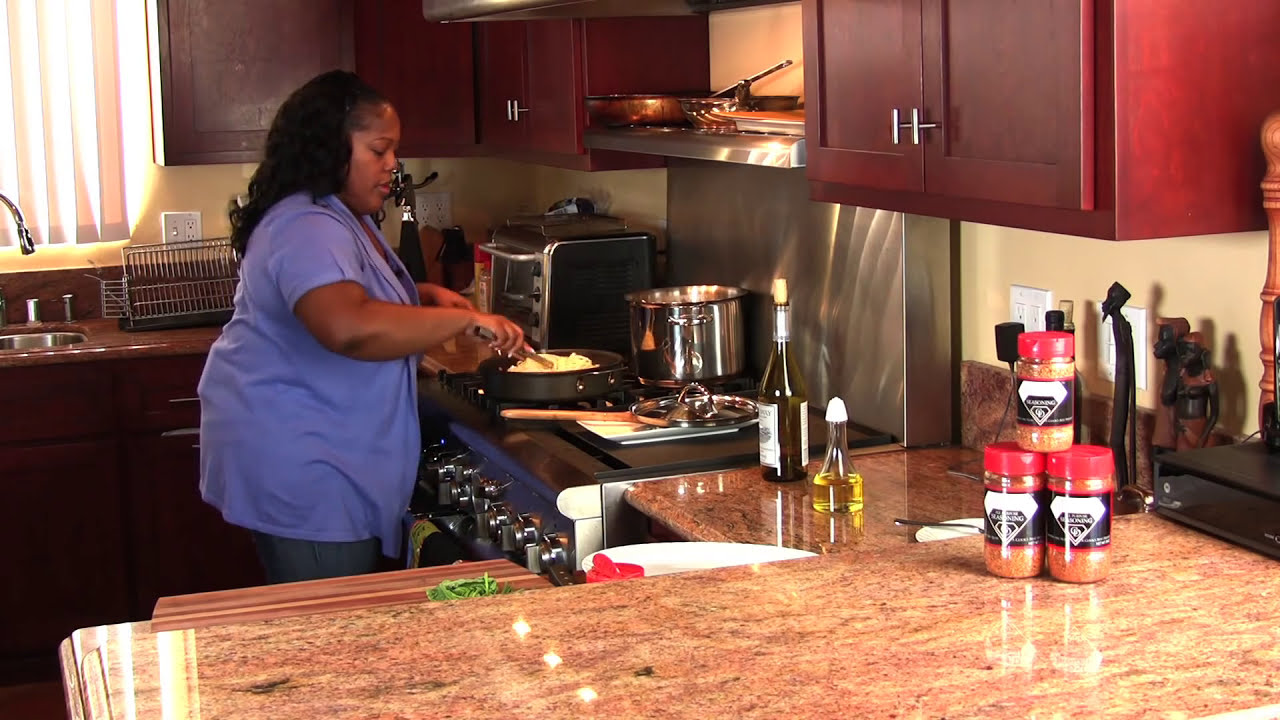 SHRIMP IN GARLIC AND WHITE WINE SAUCE with LINGUINE |Cooking With Carolyn