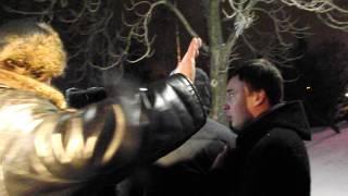 скандал в центре Луганска. Арсен Клинчаев (видео 18+)