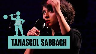 Tanasgol Sabbagh – Konstruktion / Schau die Frau im Raum