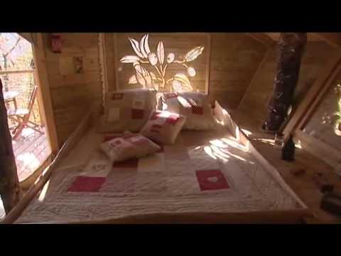 cabane dans les arbres dans le var les cab 39 nes du varon mission prioriterre youtube. Black Bedroom Furniture Sets. Home Design Ideas