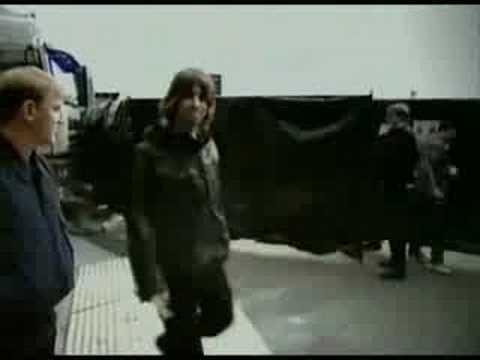 Oasis: Behind The Scenes (3/3)