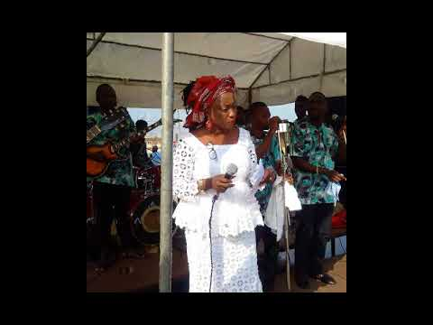 Download TITI ALAYO dishing out spectacular JUJU Music LIVE