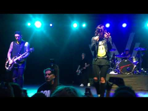 Sleeping with sirens - Who are you now (Live, Soma SD)