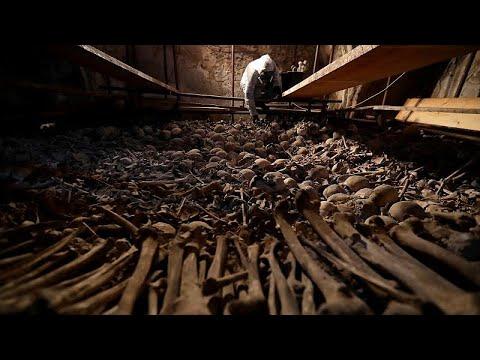 شاهد: ترميم آلاف من  الجماجم والهياكل والعظام البشرية في مستودع الموتى بجمهورية التشيك …  - نشر قبل 2 ساعة
