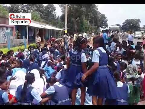 Students of Dhanaghera Ekalavya Model School walk 5 km to meet Mayurbhanj Collector and say their pr