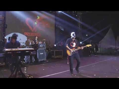 Cozy Republic - Hitam Putih (Live Jatim Reggae Star Festival 2017)
