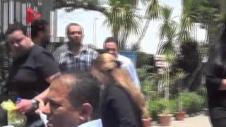 بالفيديو| انهيار شيرين وجدي في جنازة والدها