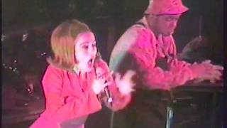 "Deee-Lite ""Groove Is In the Heart"""
