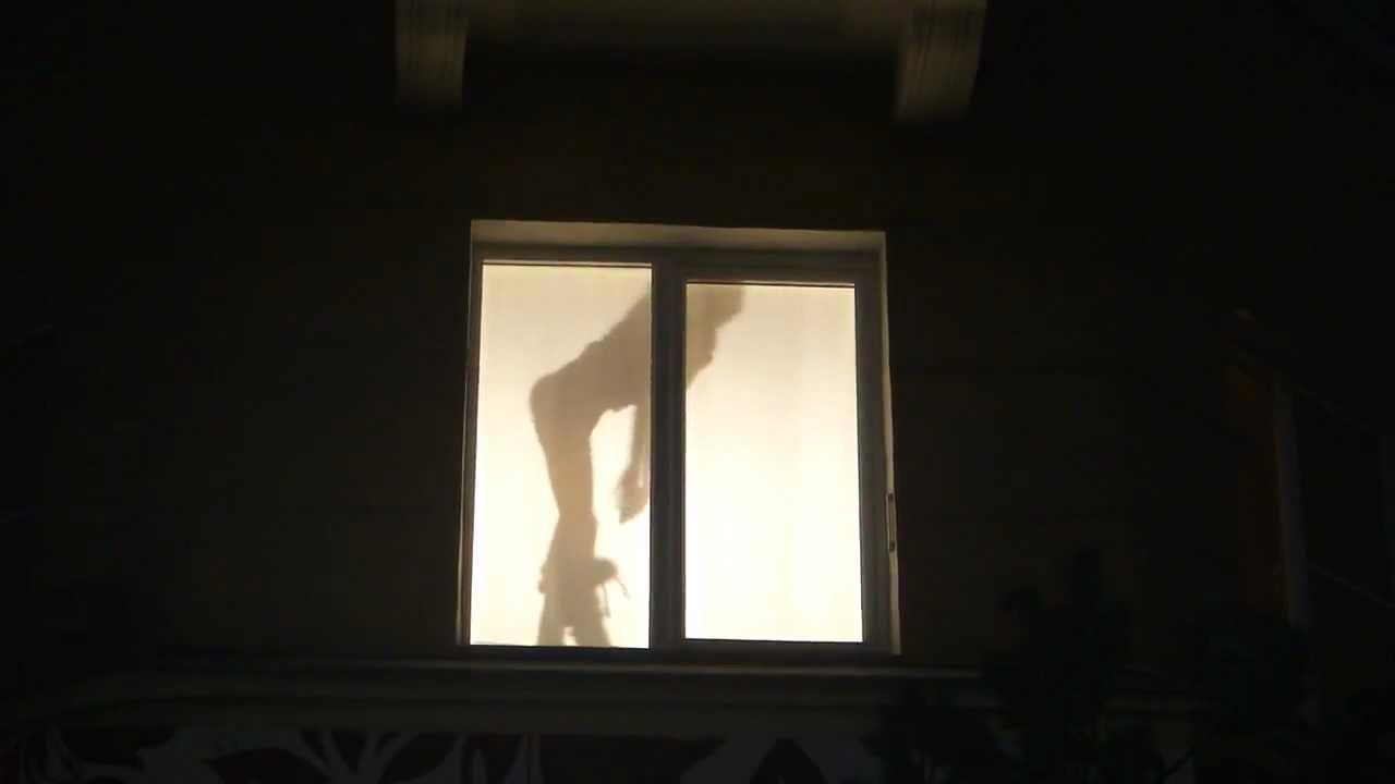 podglyadivanie-nochyu-iz-okna-video
