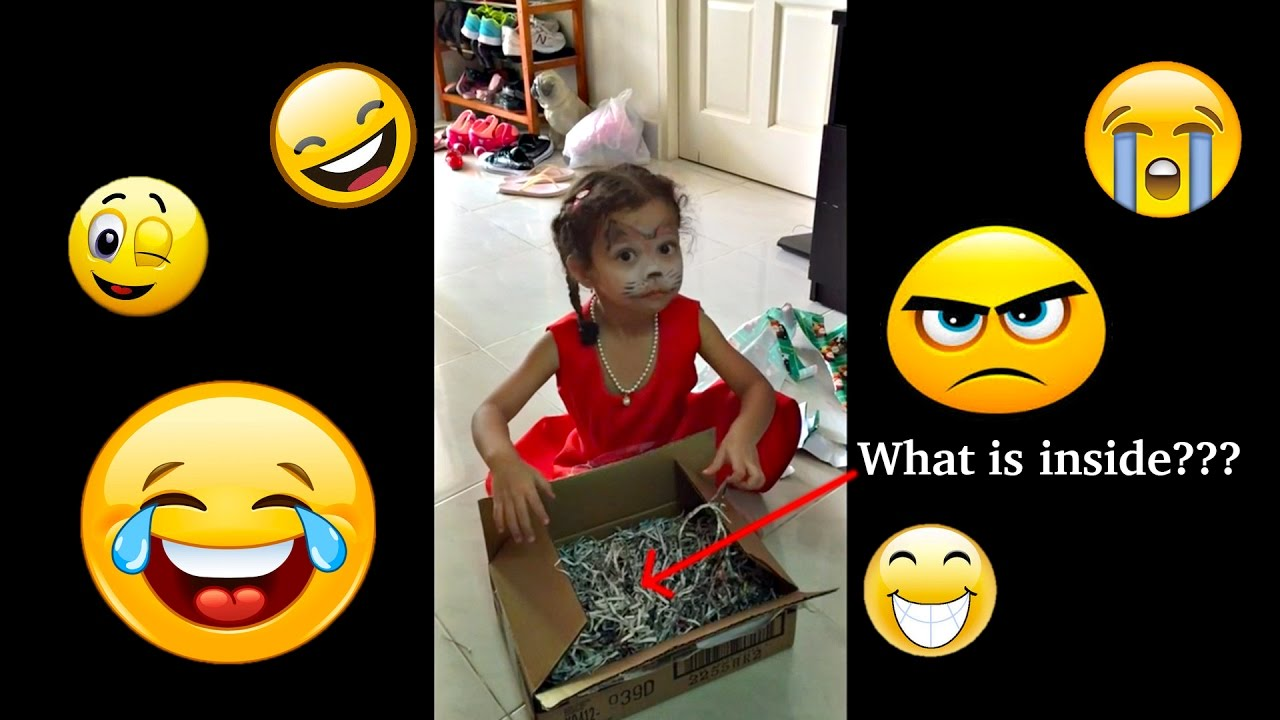 CUTE LITTLE GIRL EPIC REACTION OPENING CHRISTMAS GIFT - MUST SEE ...