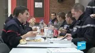 Des pompiers menacés-Reportage-FR-FRANCE24