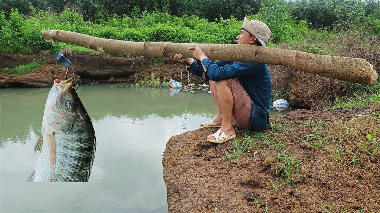 Dùng Cần Câu Khổng Lồ Để Bắt Cá Khủng Lồ & Cái Kết Rắn Độc . Primitive Technology : Best Fishing