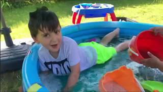 Orbeez Havuzunda yüzdük, Kaydırak kurduk, Hotwheels Arabaları havuza Kaydırdık, kovalarla su döktük