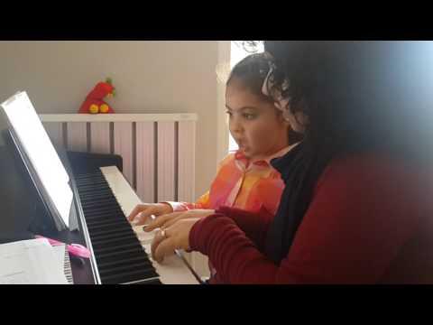 Öğretmenimiz Şeyma Yürekir Soykan ve öğrencimiz Marlanın piyano dersinden