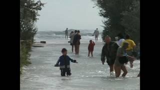 Крым (Евпатория - Поповка август 2006 г. шторм-цунами)(Спасибо за просмотр. Если видео было интересным, то ставьте лайк и подписывайтесь на мой канал., 2017-02-22T22:49:20.000Z)