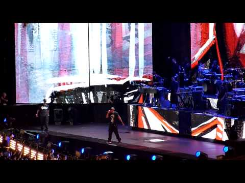 Jay Z - Hard Knock Life & Biggie Tribute (BIG Juicy) LIVE @ Home & Home Concert Yankee Stadium