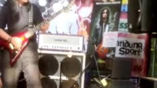 Download Video Azis MS Jamrud, The Devil Wears Batik. MP3 3GP MP4