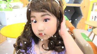 Brincadeira da Boram com Kits de Maquiagem Sofia Infantis