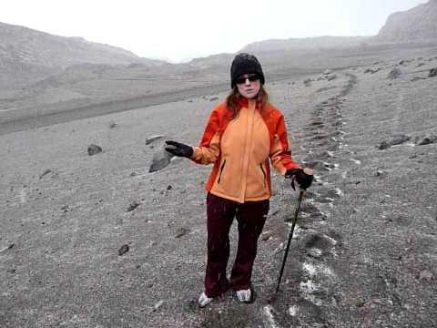 Diversitours - El Nevado del Ruíz tour guide in the snow