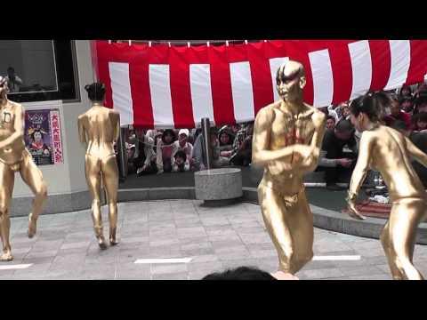 第33回(2010年)大須大道町人祭「金粉ショー(ふれあい広場会場)大駱駝艦」2/3